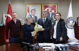 Minik öğrencilerden belediye başkanı Cüneyt Yemenici'ye...