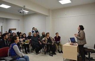 Sanat Eleştirmeni Beral Madra Düzce Üniversitesi...