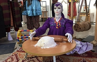 Türk Halk Oyunları Kostüm Sergisi açıldı