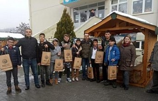 Yenice' de öğrencilere fidan dağıtıldı