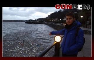 Atıklar sahile vurdu!