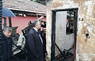 Başkan Dursun Ay evleri yanan aileyi ziyaret etti