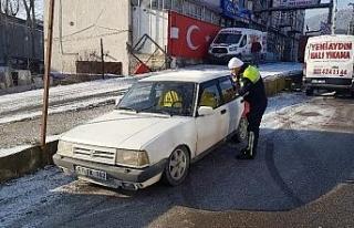 Diğer sürücüleri tehlikeye atarak drift yapan...