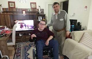 Engelli Furkan, tekerlekli sandalyesine kavuştu