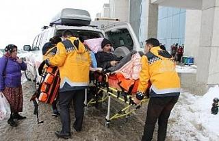Köy yolu kardan kapanınca hastanın yardımına...