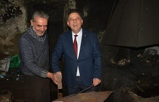 MHP'li başkan adayı Bıyık'ın demir dövdü