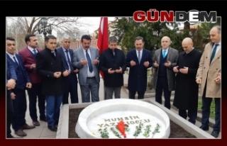 Muhsin Yazıcıoğlu'nun mezarı başında...