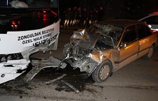 OTOMOBİL HALK OTOBÜSÜNE ÇARPTI!..