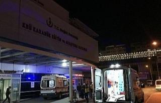 Otomobilin çarptığı anne ve oğlu yaralandı