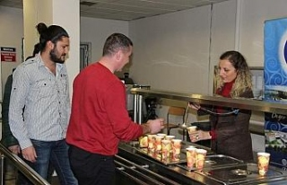 Sınava hazırlanan öğrencilere Rektörden çorba