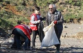 Kızılay'dan sahil temizliği!..