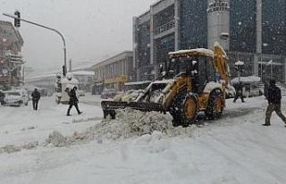 Yığılca'da kar yağışı etkisini arttırarak...