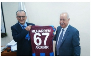 Akdemir'e Trabzonspor forması