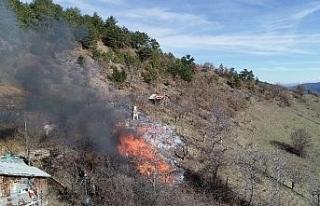 Karabük'te köy yangınında 1 ev, 2 ambar kül...