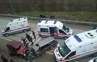 Karabük'te otomobiller kafa kafaya çarpıştı:...