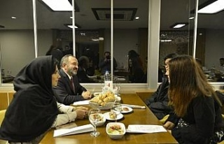 Rektör Çufalı, Uluslararsı öğrencilerle yemekte...