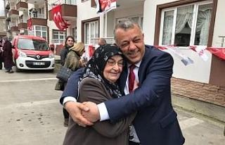MHP'li Başkan adayı mahallesinde başkan gibi...