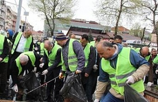 Başkan Faruk Özlü, temizlik çalışması katıldı