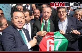 Cumhurbaşkanı Erdoğan, o başkana ödül verecek!..