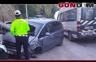 Otomobil yolcu midibüsüyle kafa kafaya çarpıştı!..