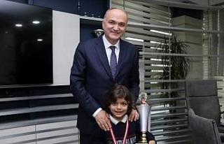 Şampiyonlar Başkan Özlü'yü ziyaret etti