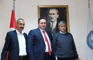 Başkan Yanmaz, eski meclis üyelerine plaket verdi