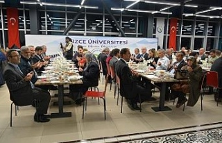Düzce Üniversitesi ailesi iftar yemeğinde bir araya...