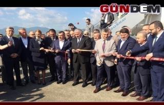 Zonguldak'a ilk uçak seferini yapan THY'na çiçekli...