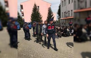 Jandarma ekipleri kaçak çalışan yabancıları...