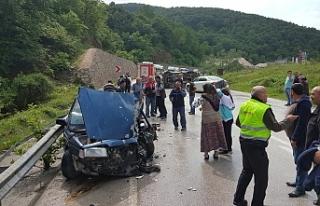 Minibüsle otomobil çarpıştı; 1 ölü, 1 yaralı
