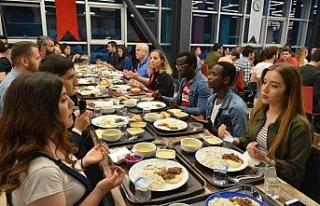 Rektör iftar yemeğinde öğrencilerle bir araya...