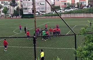 U-19 maçında tekme ve yumruklar havada uçtu