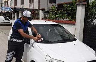 Düzce Belediyesi kaldırıma park edenlere ceza yağdırdı