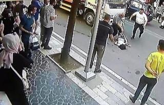 Kamyonet çocuğa çarptı, kaza anı kameraya yansıdı