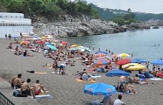 Kapuz Plajı bayramda doldu, taştı