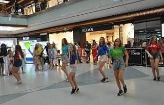 Kiev dans grubu Esas 67'de danslarını sergilediler
