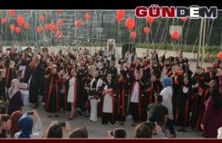 Öğrenciler mezun olmanın heyecanını yaşadı