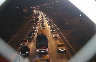 TEM Otoyolu Düzce kesiminde gece saatlerinde trafik...