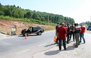 İki otomobil kavşakta çarpıştı; 5 yaralı