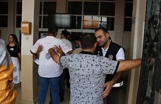 KPSS'ye geç kalan adaylar sınav binasına alınmadı!..