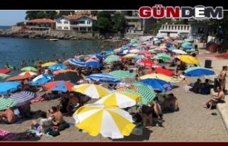 Sıcaktan bunalan vatandaşlar plajlara akın etti