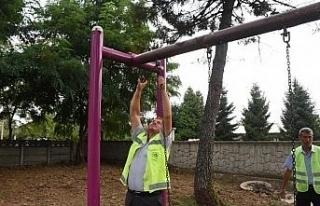 Çocuk parkları tek tek onarılıyor