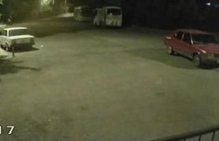 El frenini çekmediği otomobil iki otobüse çarpmaktan...