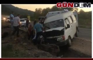 Zonguldak'ta minibüs hendeğe düştü, 2'si...