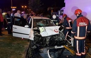 İki otomobilin çarpıştığı kazada sürücü...
