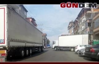 Market araçları trafiği kilitliyor!..