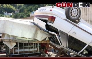 Yanlış manevra yapan otomobil kaza yaptı!..
