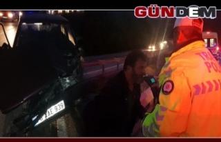 Alkollü sürücü bariyere çarptı: 2 yaralı