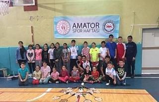 Amatör spor haftası badminton turnuvası yapıldı