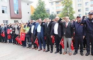 Barış Pınarı Harekatına asker selamlı bayraklı...